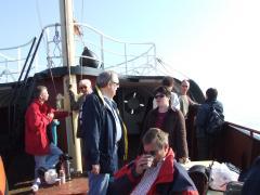 Vanuit de haven van Scheveningen op weg naar het REM-eiland.