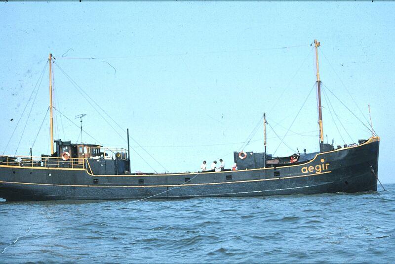 58db656bcd622_DE0720-6-1978AegirJohnAdrijftinrubberbootaanlijndeNoordzeeop.JPG.ec45cbc92ea211c0998939be1d9f6707.JPG