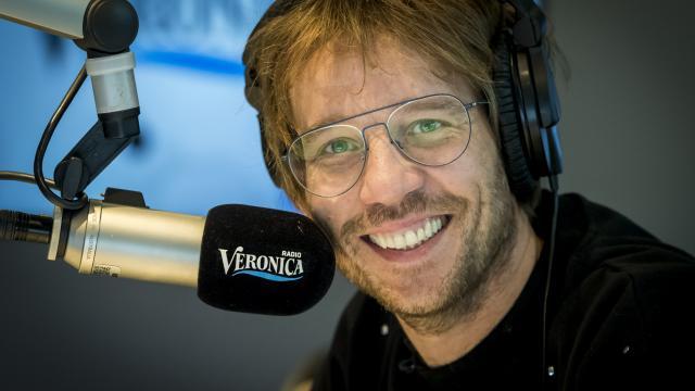 Giel Beelen 'breekt in' tijdens uitzending 3FM