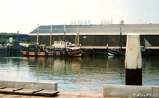 22_310874 Ger Anna Veronica tender at Scheveningen harbour.jpg