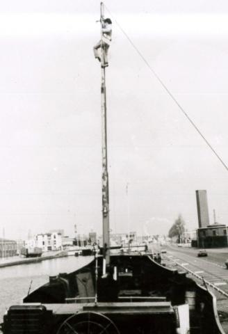 1978 Aegir Delmare van Dam in mast.jpg