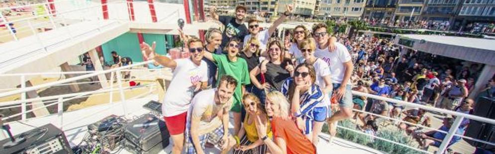 Qmusic-dj's vieren start zomer met opening Q-beach House in Oostende