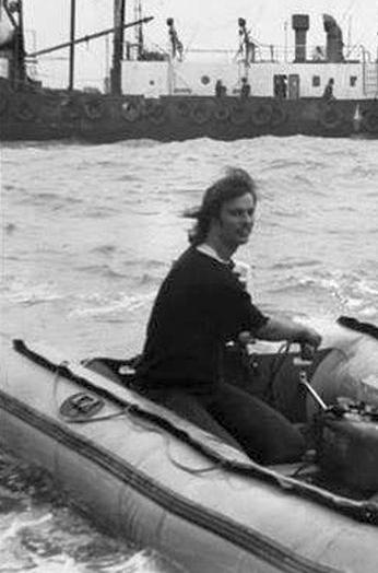 Otto ter Zee - Motorboot met Peter Chicago 01.png