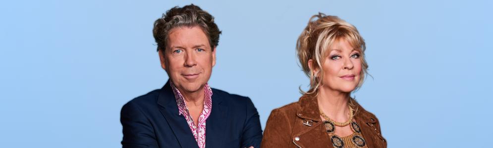 Manuëla Kemp en Henkjan Smits presenteren televisieprogramma NPO Radio 5 Evergreen Top 1000