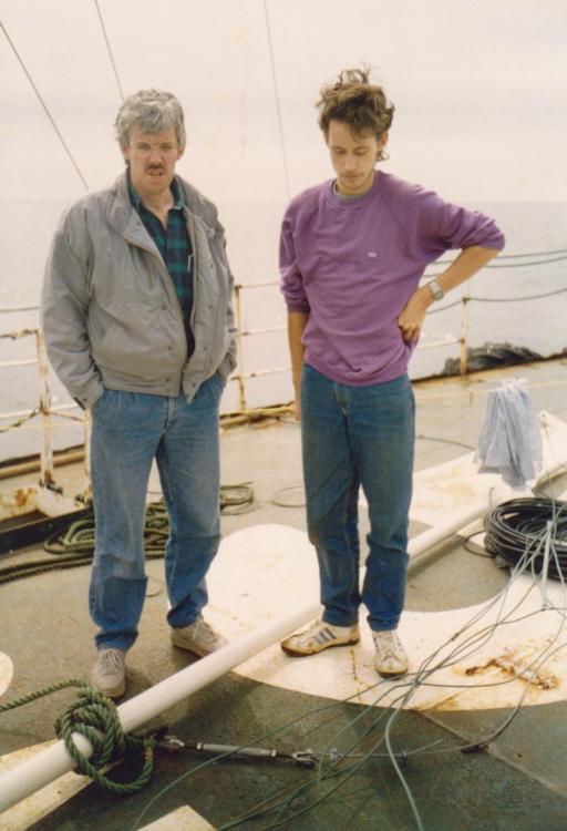 Willem Kraaijenbrink, Erwin van der Bliek ,fiberglass  mast Ross Revenge 1988.jpg