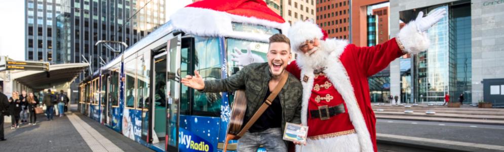 Bram (House of Talent) ontvangt award voor eigen kerstsingle in Sky Radio kersttram