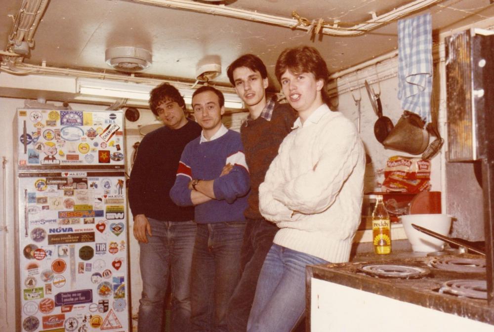 Fred Bolland, Leendert Vingerling,Walter Simons,Ron West ,Ross Revenge maart 1985.jpg