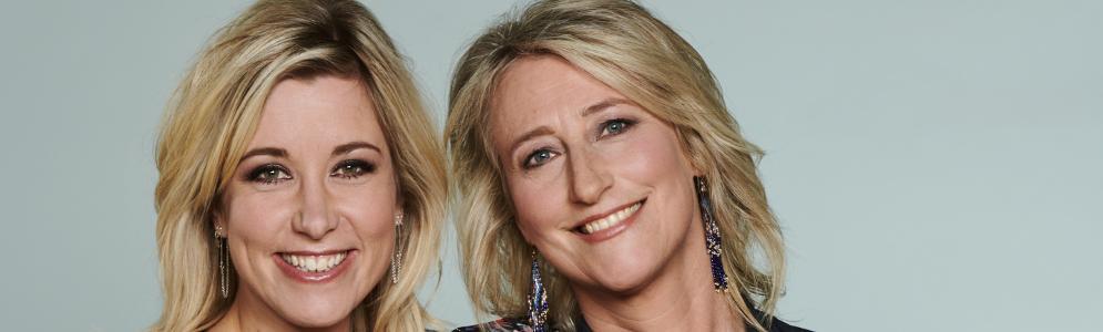 Nicolette Kluijver en Lois Abbingh op De Perstribune van MAX