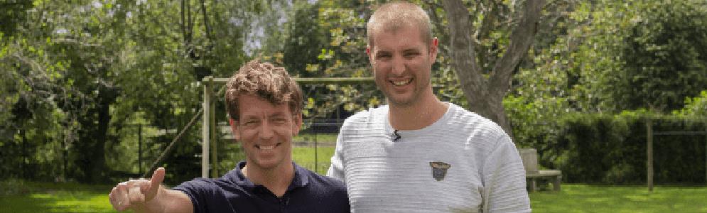 NPO Radio 2-dj Jan-Willem Roodbeen zwemt voor Maarten van der Weijden