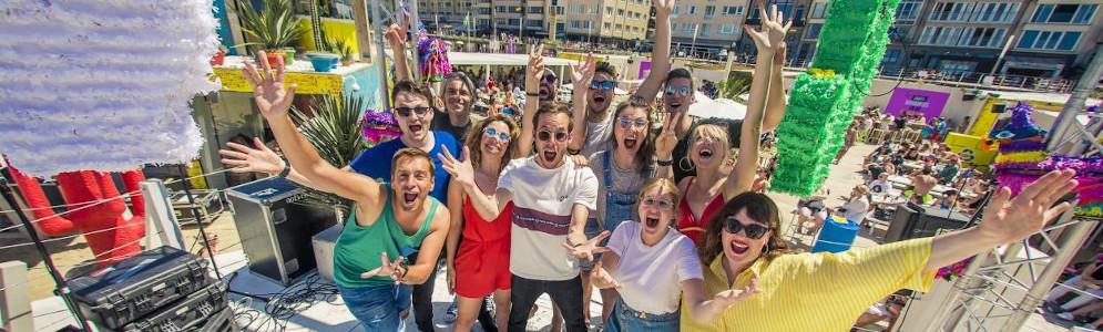 Qmusic-dj's en Regi geven startschot en vieren begin van de zomer