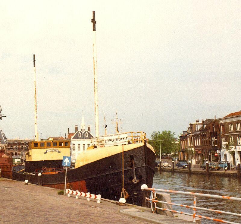 N 26.10 A053 1980 Morgenster met nieuwe masten - Leen.jpg
