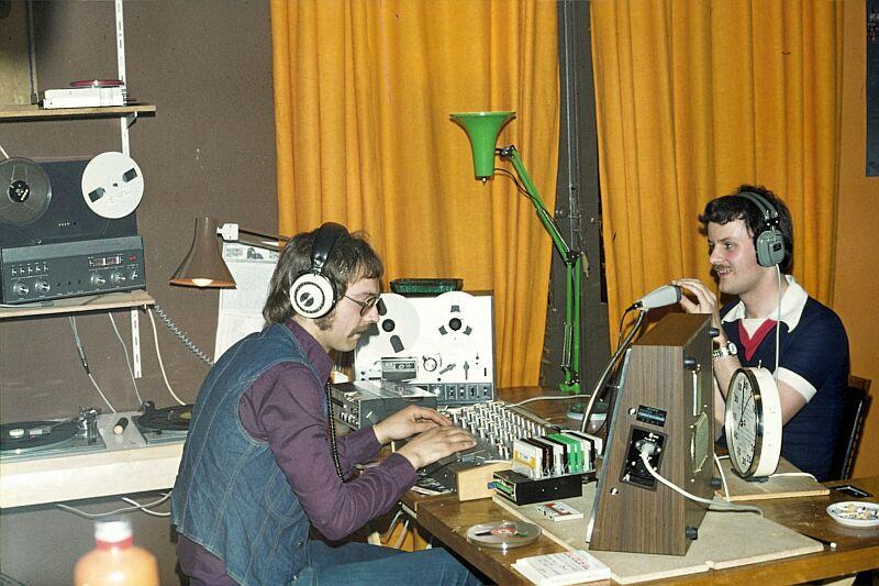D T21 WMR 1977 Peter van der Laan schuift Jack Duyzer studio bij Otto.jpg