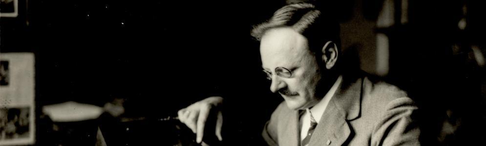 Radio West en Den Haag FM vieren 100 jaar radio met het publiek