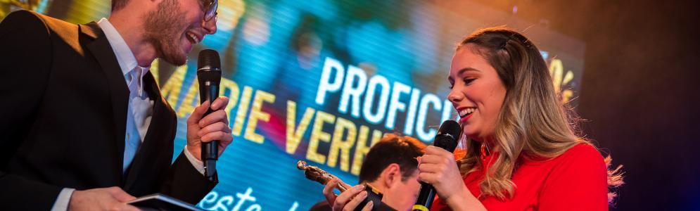Qmusic-dj's Vincent Fierens en Joren Carels delen RIA's uit