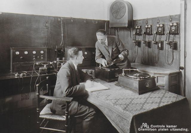 1930_1935 AVRO Waar wij werken Wie wij zijn 07.jpg