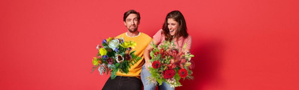 Mattie en Marieke gaan tulpen verspreiden die anders weggegooid zouden worden