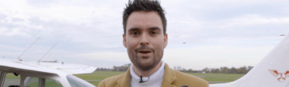 Tom van der Weerd en Bram Krikke sturen Domien Verschuuren de lucht in voor opening Q-top 1000