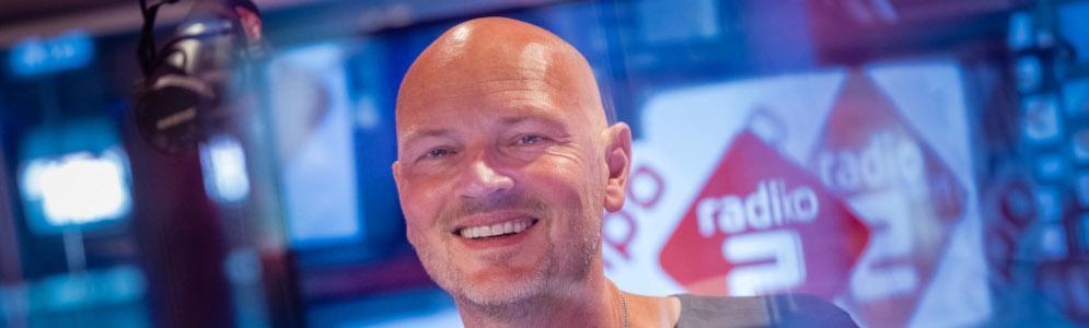 Wouter van der Goes presenteert deze zomer het Top 40 hitdossier op NPO Radio 2
