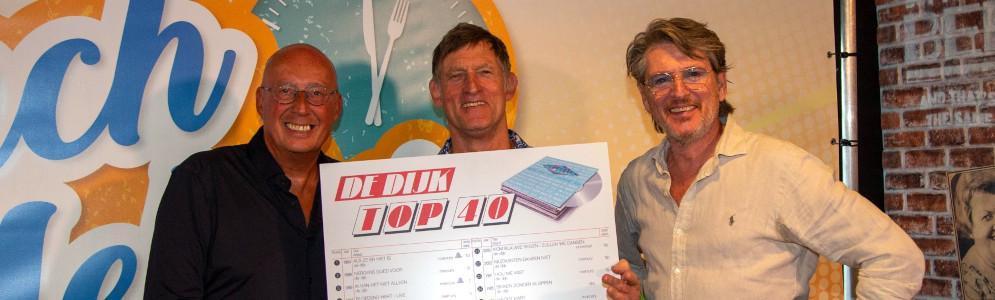 De Dijk ontvangt De Dijk Top 40 Award tijdens MAX-programma Lunch Lekker met Daniel Dekker